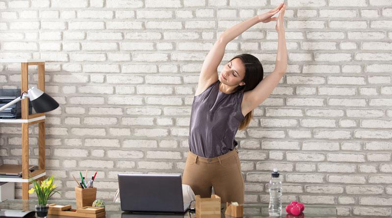 Rückenschmerzen am Arbeitsplatz vorbeugen