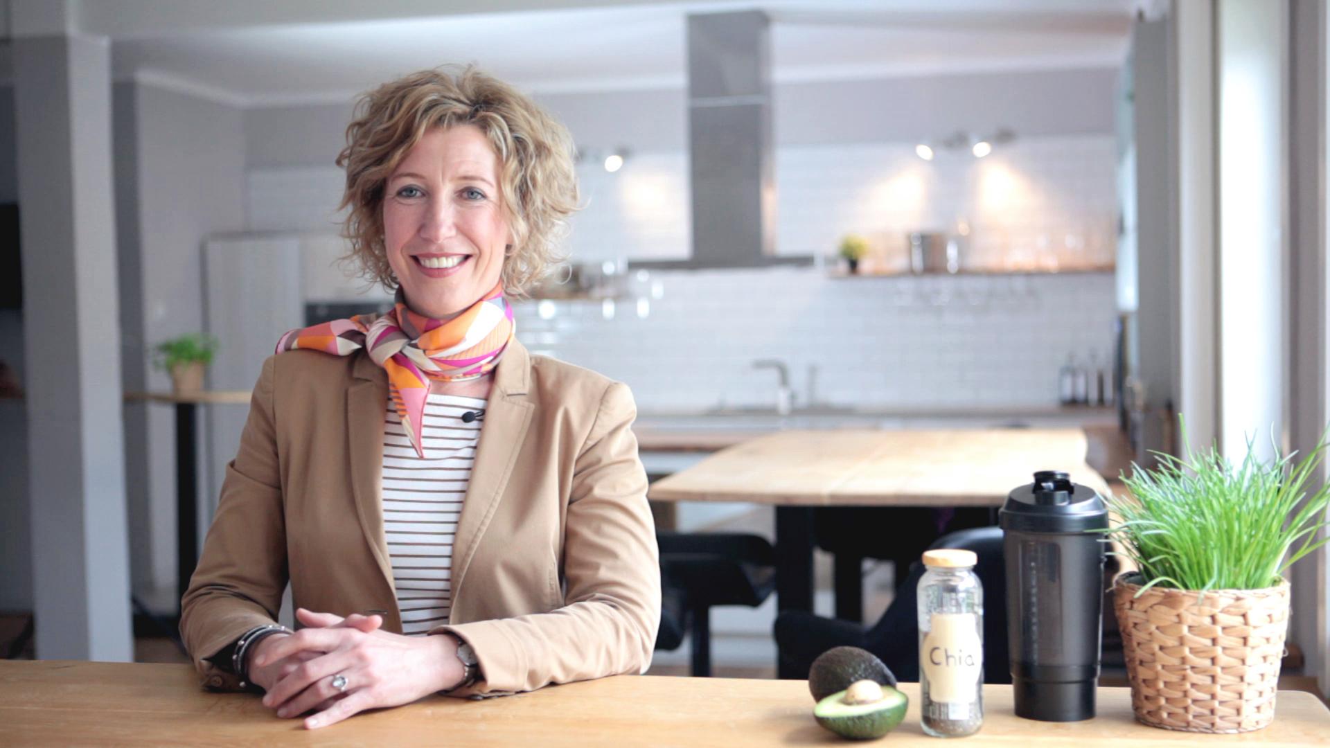 Heike-Niemeier-als-fitbase-Ernährungsexpertin-in-den-neuen-Expertenvideos